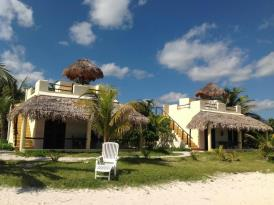 Hotel Restaurant Maya Luna: Beach front bungalows with private roof deck