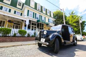 The Oxford Inn & Pope's Tavern and Pantry: Inn & taxi