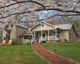 Henson Cove Place Bed and Breakfast w/ Cabin :