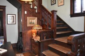 Marble Hill Inn: Staircase