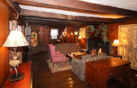 The Nutmeg Inn: Great room