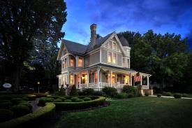 The Historic Morris Harvey House Bed & Breakfast: