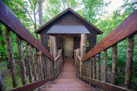 Eureka Springs Lodging: Oak Crest Chalet