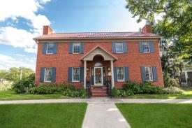 Yates House Bed and Breakfast: 305 Second St