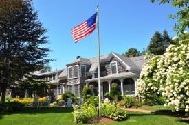 Lovely Turnkey Cape Cod B&B: front entry