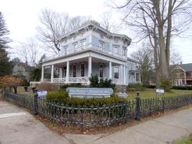 Historic Delano Inn Bed and Breakfast: Outside Picture